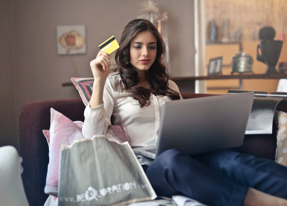 Advantages of an Ecommerce Store